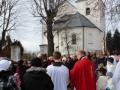Před kostelem.jpg